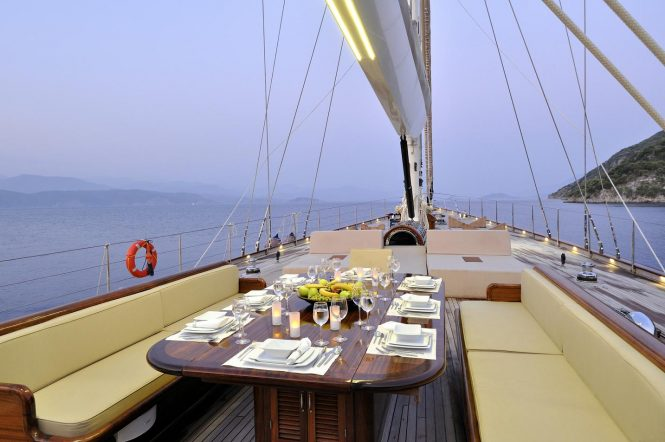 Alfresco dining possibility on board