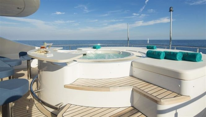Fabulous Jacuzzi hot tub with sun pads