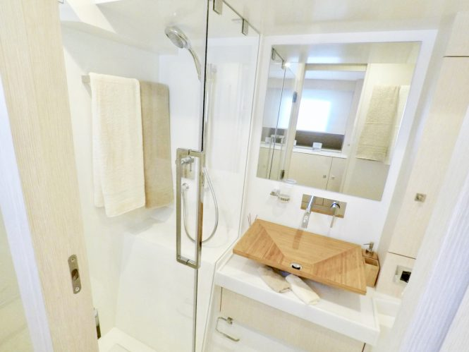 Guest ensuite bathroom