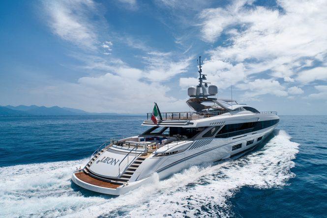 Mangusta yacht EL LEON