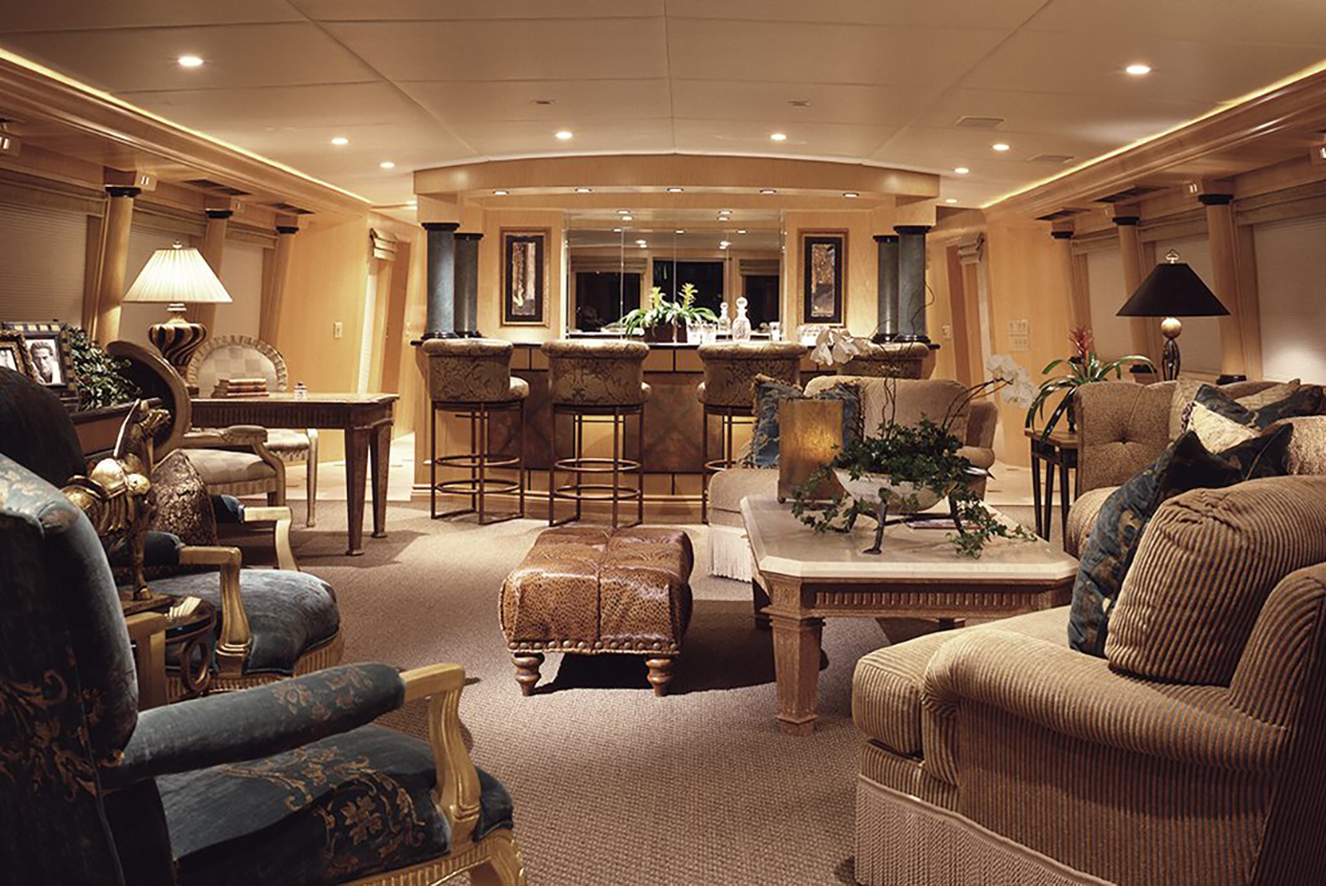 Yacht saloon and bar area - © Marc-Michaels Interior Design