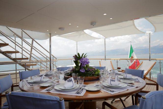 Elegant al fresco dining set up