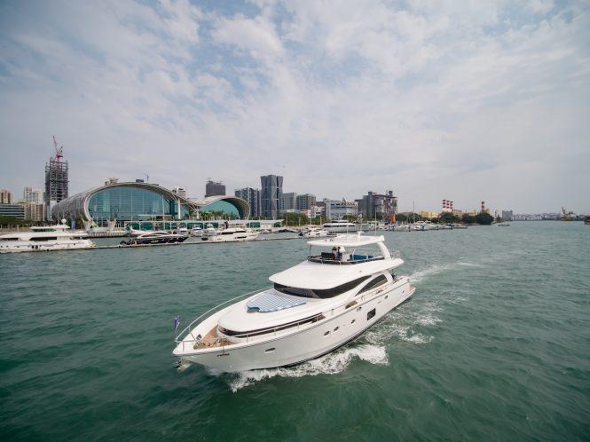 JOHNSON 80 motor yacht