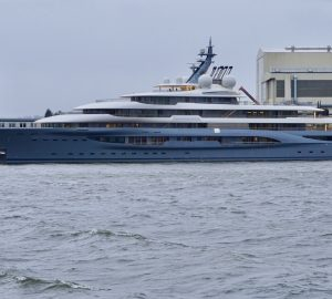 VIDEO: 136m FLYING FOX mega yacht by Lurssen departs on maiden voyage