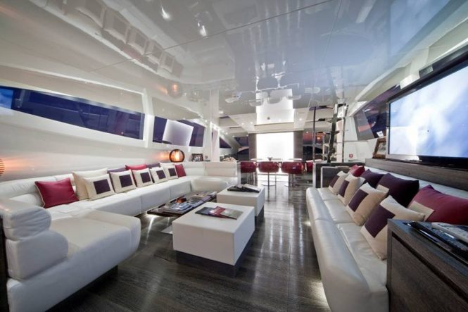 Spacious interior saloon with a dining area aft