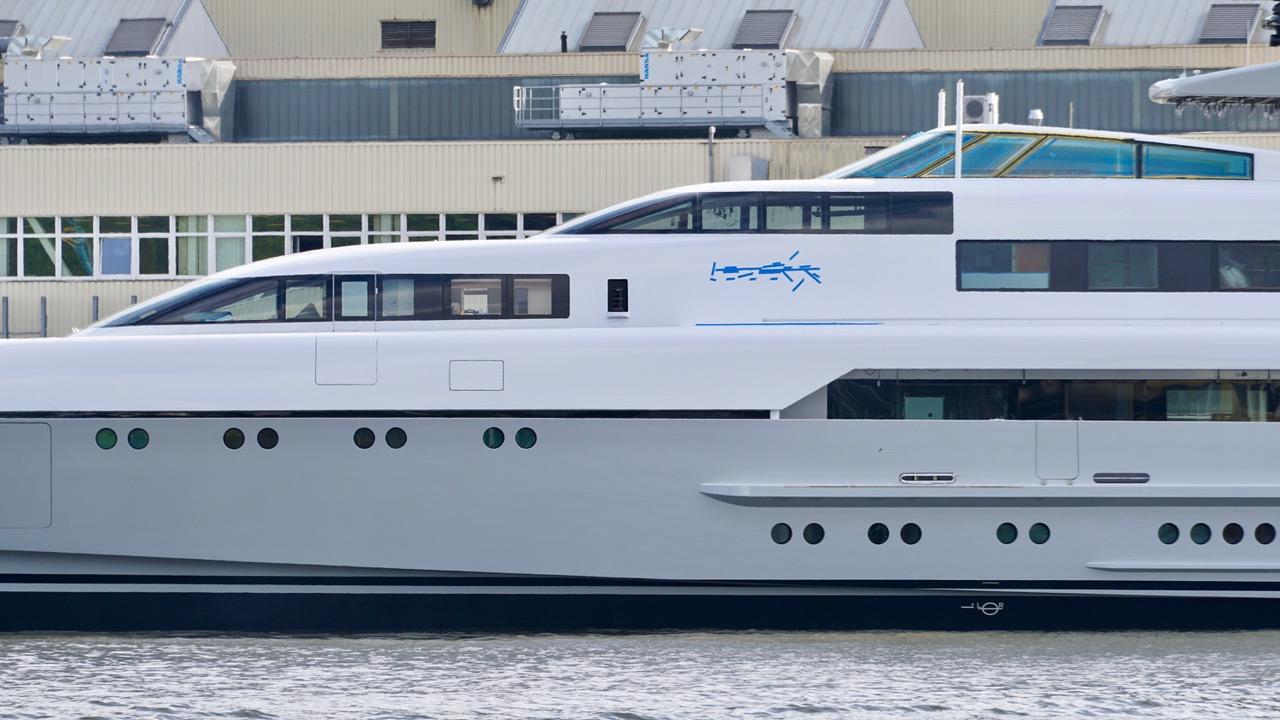Dragonfly yacht at Lurssen - Photo DrDuu