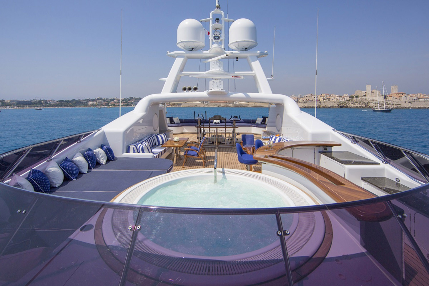 Sun deck with Jacuzzi, sunbathing area and a fitness area