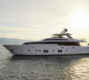 32m Sanlorenzo motor yacht DINAIA offering 10% off in Greece
