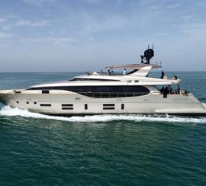37m LADY ELAINE hits the water at Canados Yachts