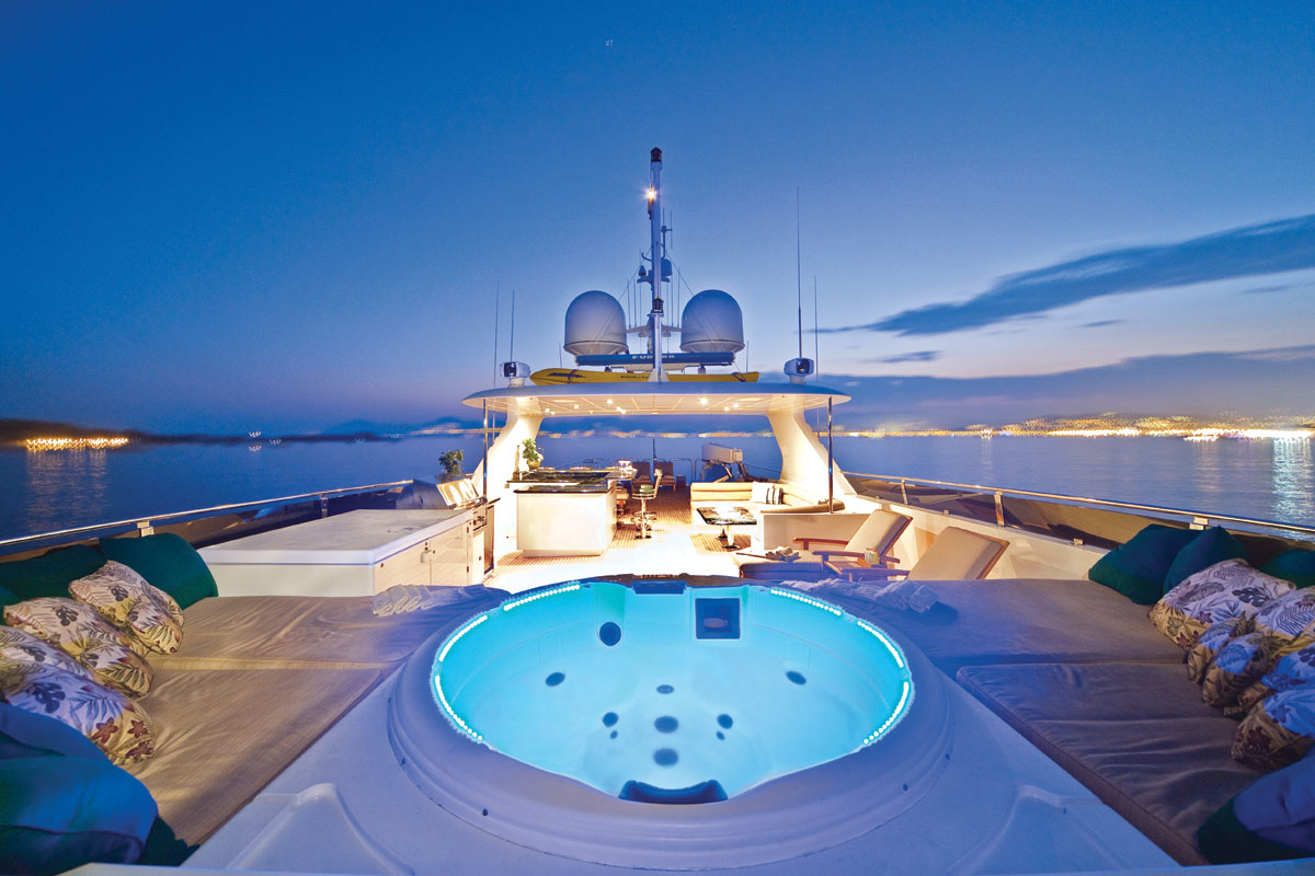 Sundeck with a fantastic Jacuzzi to enjoy