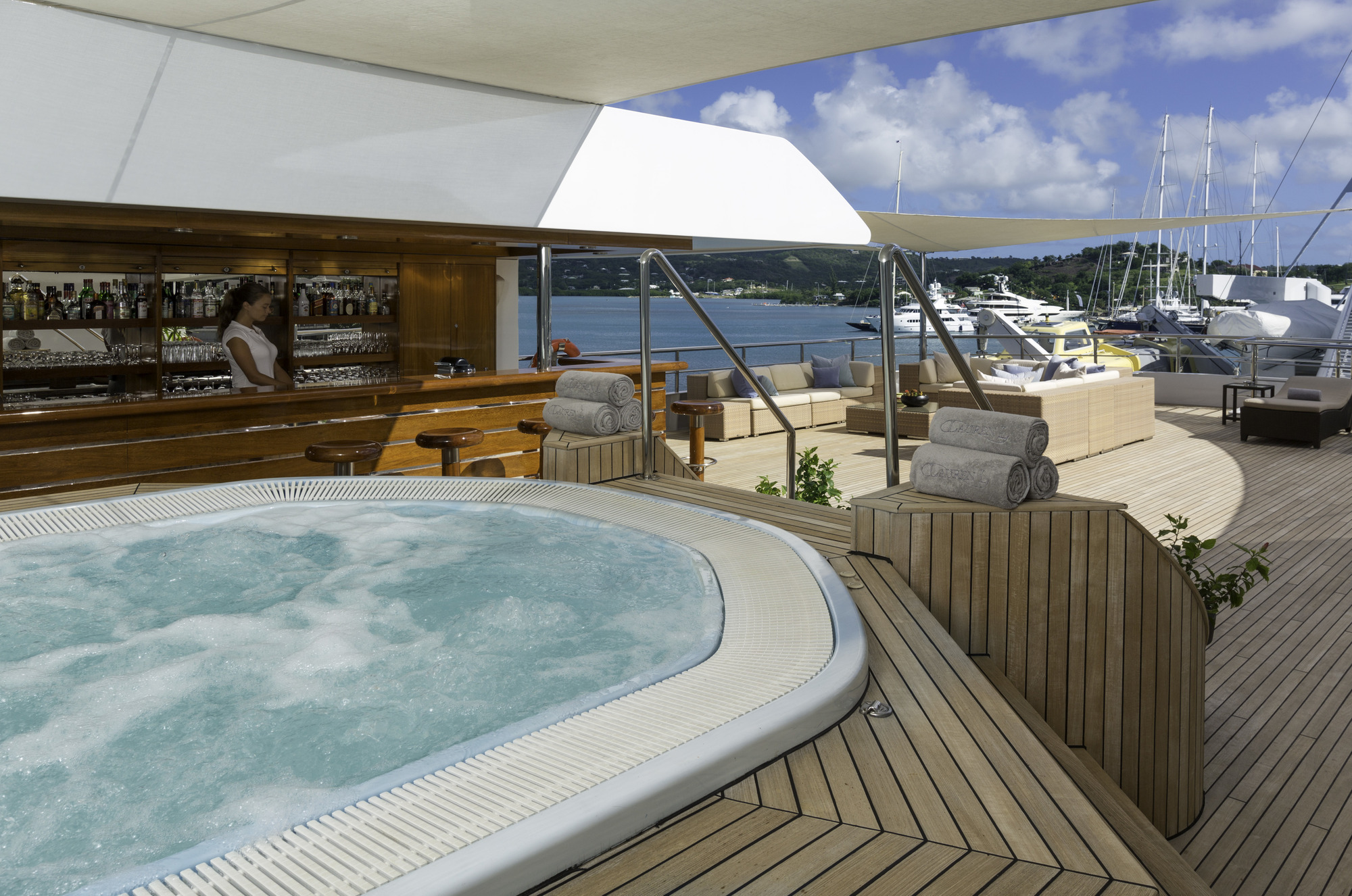 On board Jacuzzi and a fully equipped exterior bar