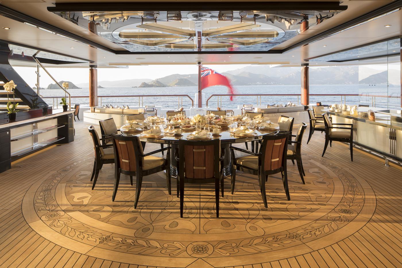 Bridge deck aft (© Imperial Yachts)