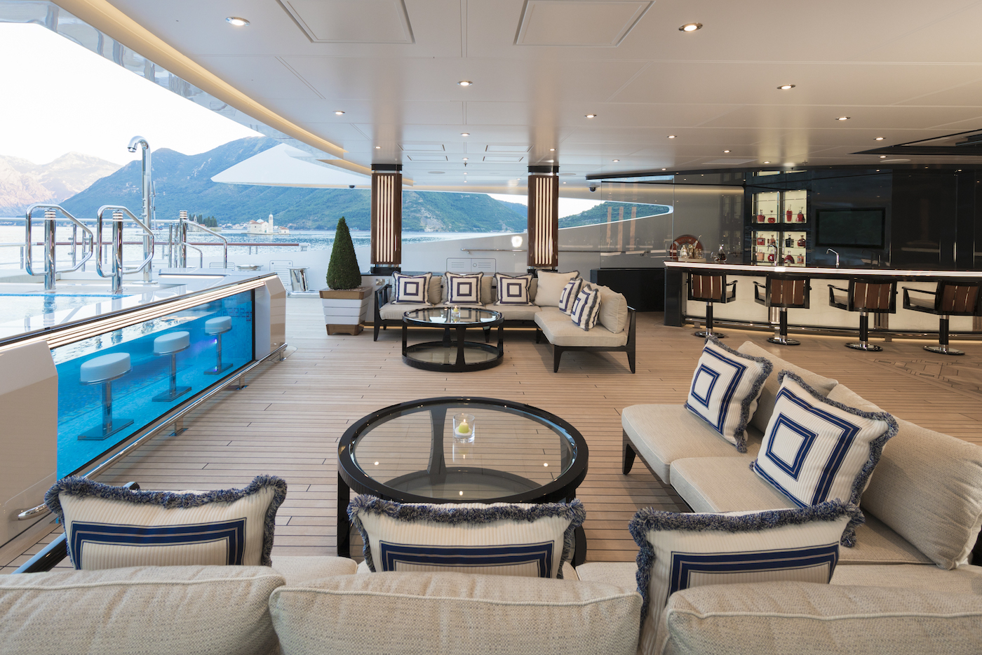 Main deck aft (© Imperial Yachts)