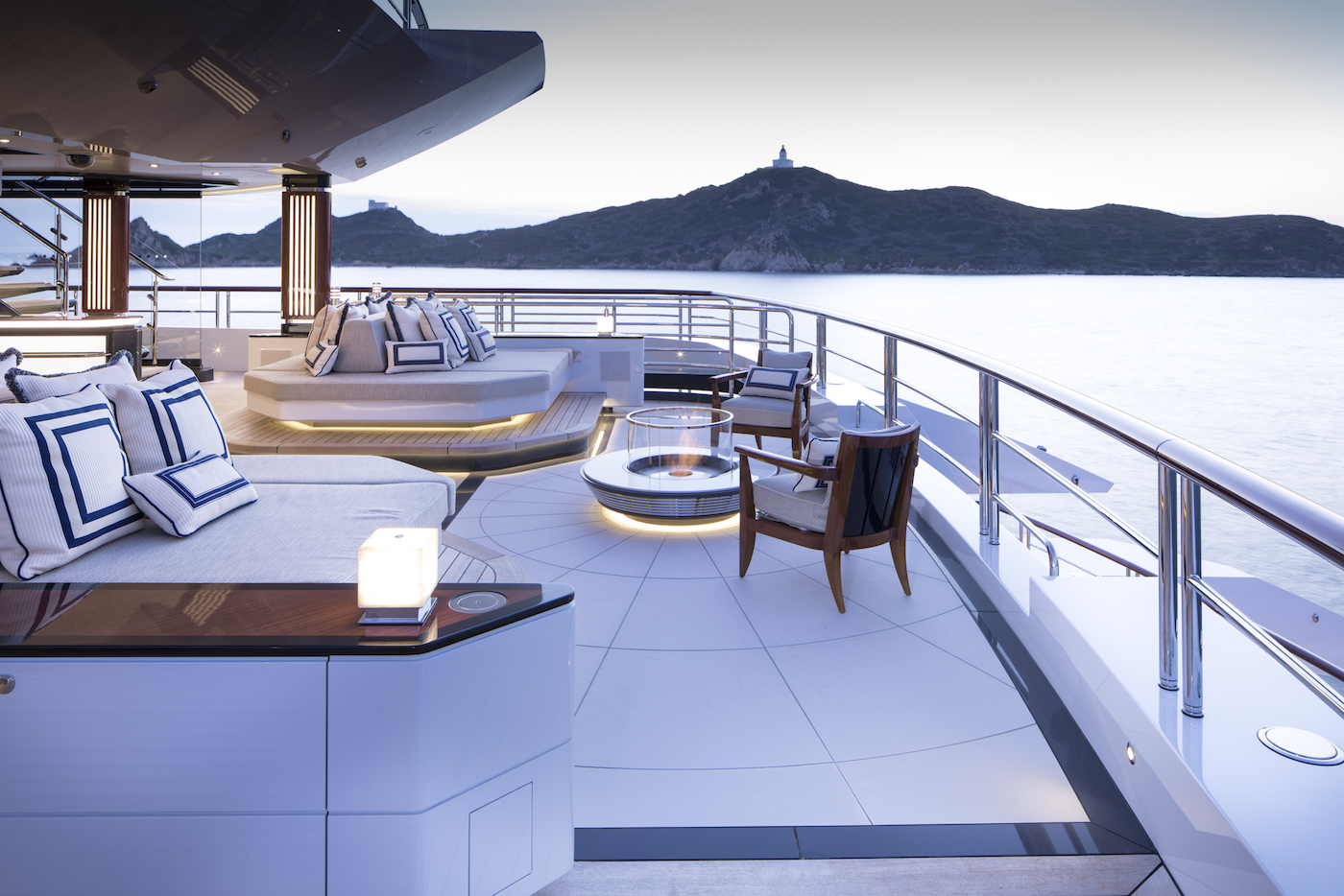 Upper deck aft (© Imperial Yachts)