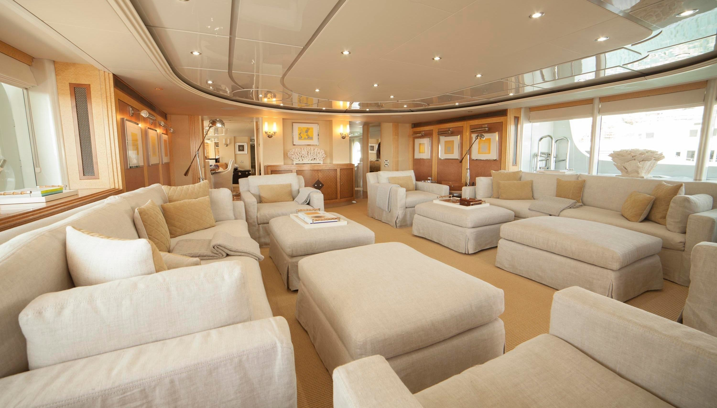 Spacious saloon with comfortable furnishings