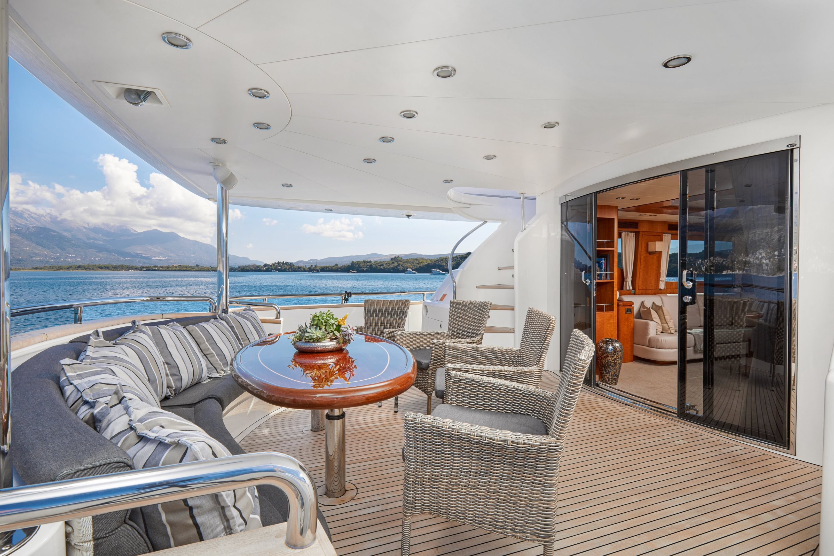 Aft deck with alfresco dining area