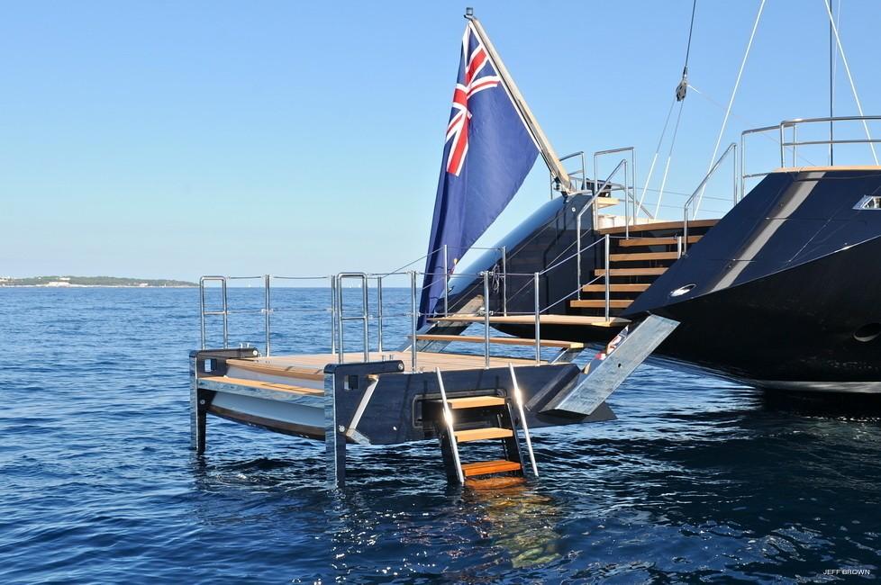 Aft swim platform