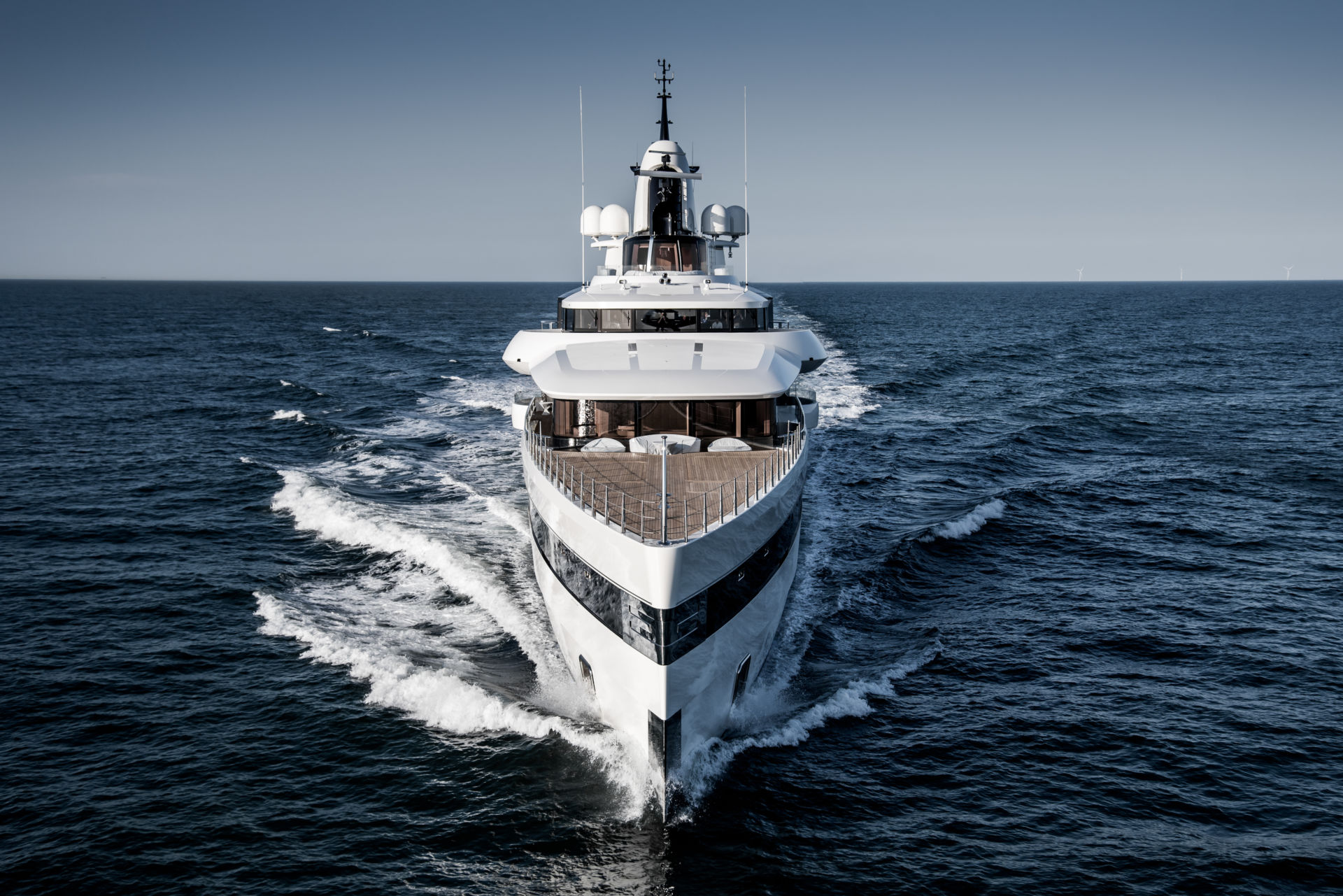 LADY S - Bow view
