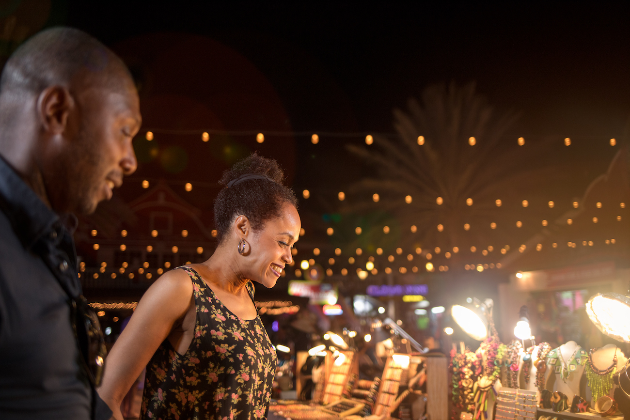 Couple shopping for souvenirs in Aruba