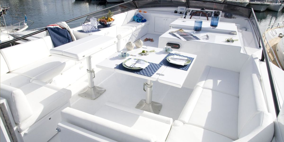 Flybridge with plenty of seating and space to relax