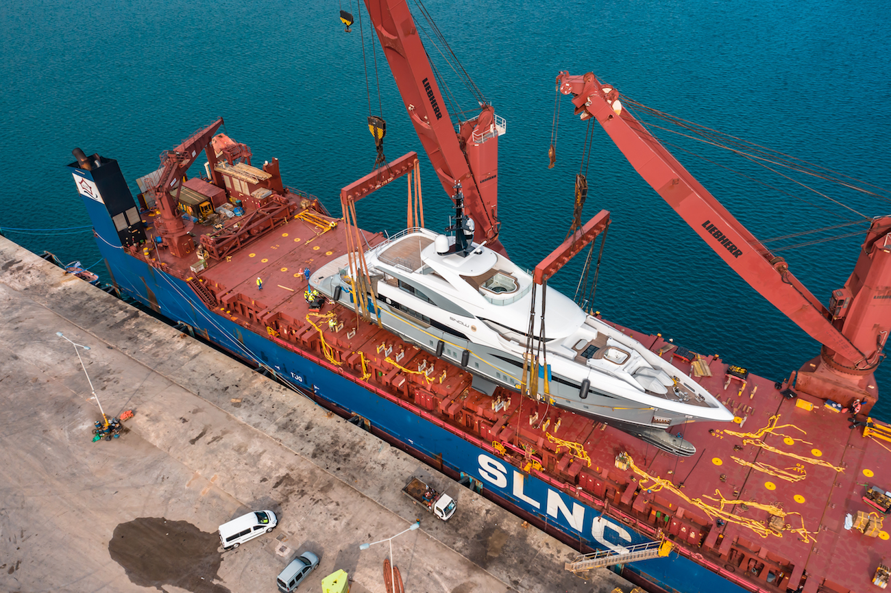 SOW 5 being placed onto cargo ship