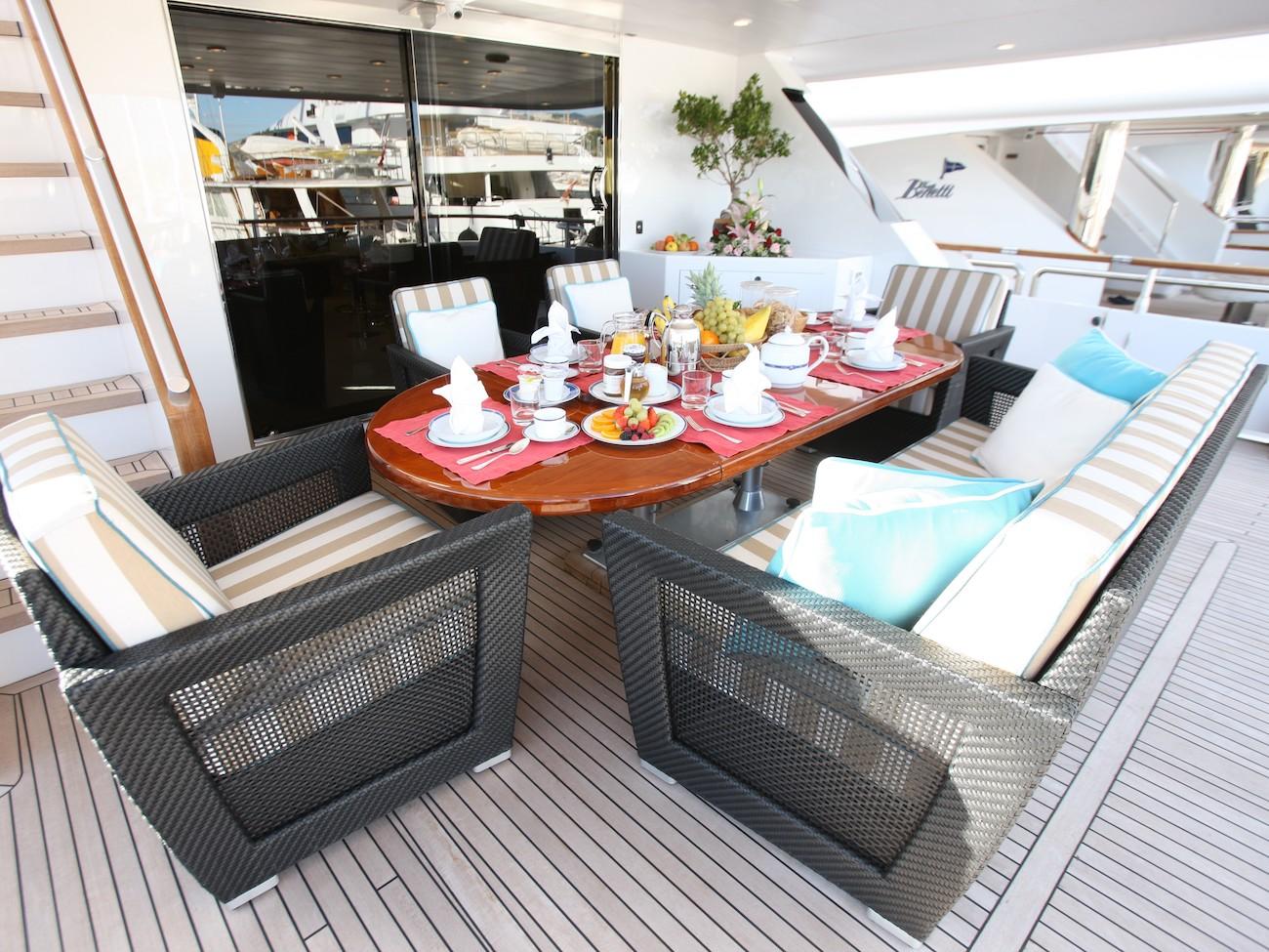 Aft deck alfresco dining area