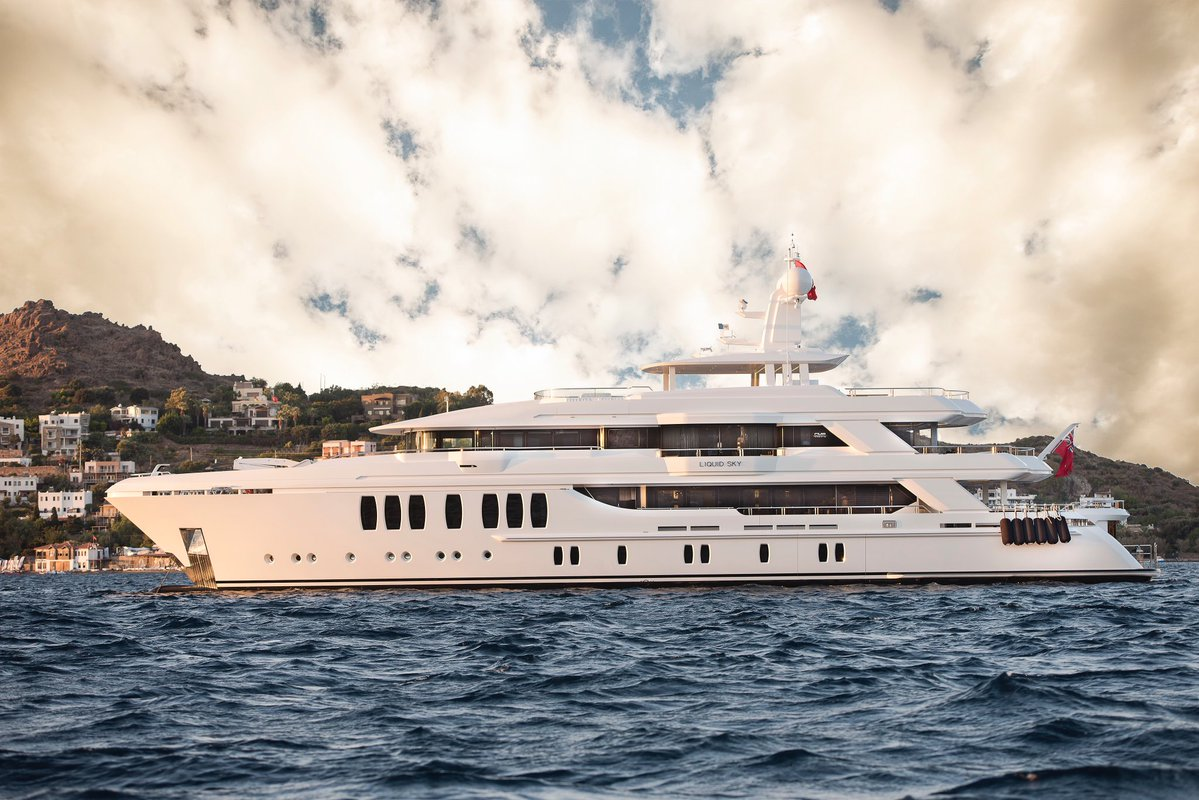 LIQUID SKY superyacht is an excellent choice for Med charters