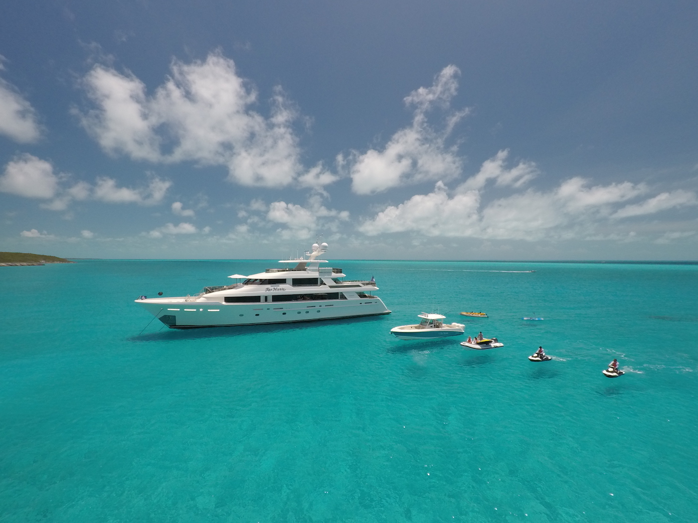 Motor yacht FAR NIENTE offering unforgettable charters in the Caribbean