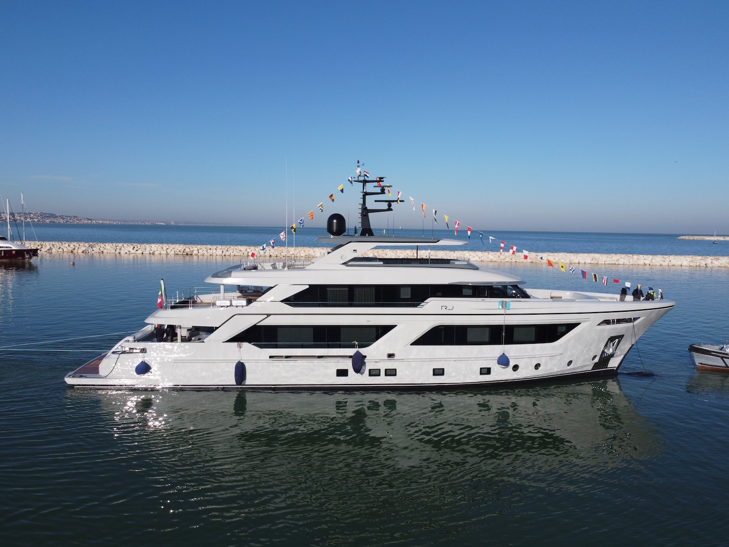motor yacht RJ 130 launched