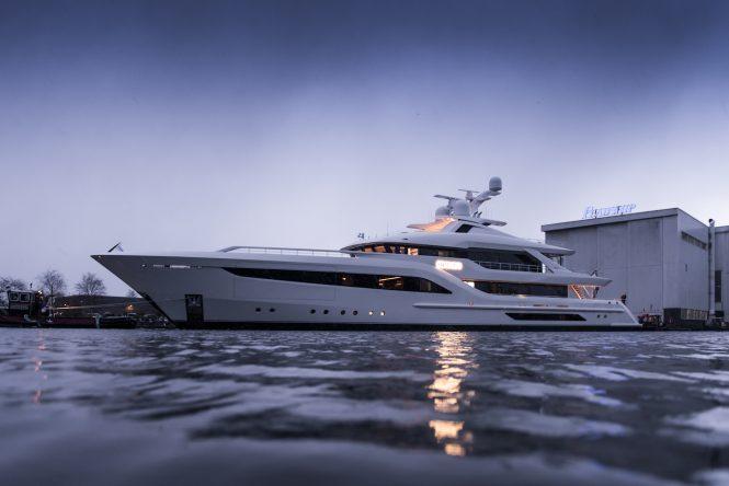 Profile of yacht SOMNIUM © Feadship
