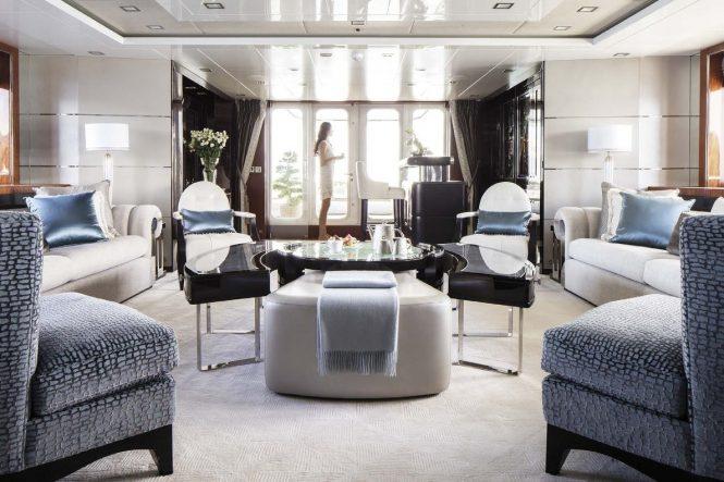 Spacious and elegant saloon