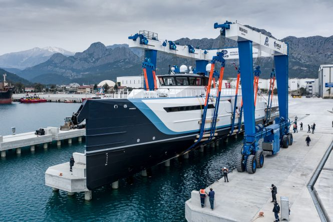 TIME OFF Yacht Support built by Damen Yachting - hitting water