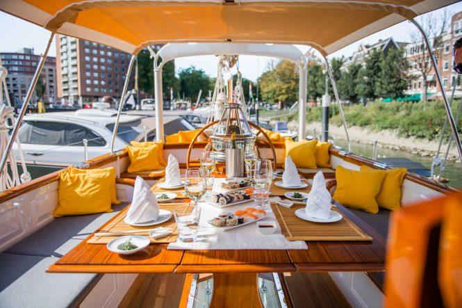 alfresco dining set up © Photo Story Tailor