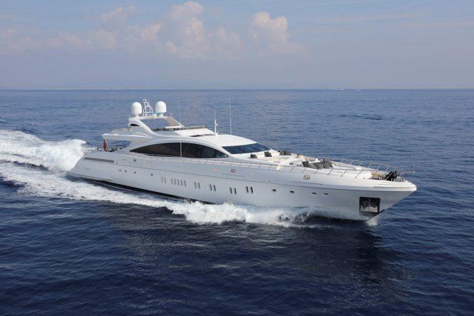motor yacht AAA