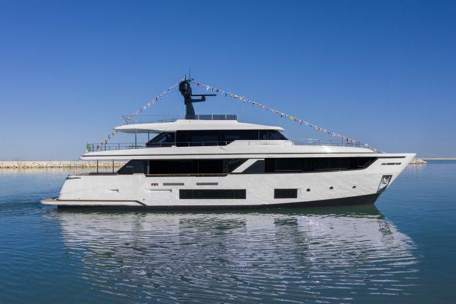 Custom Line Navetta 30 motor yacht MRS G