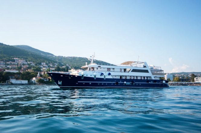 Motor yacht LUPUS MARE