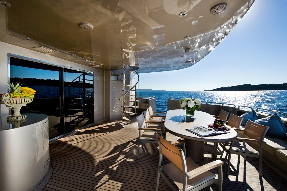 Aft deck dining area al fresco