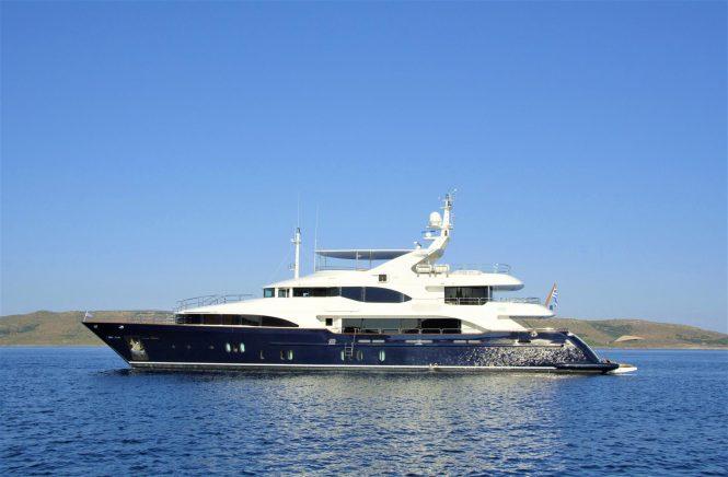 Luxury charter yacht GRANDE AMORE