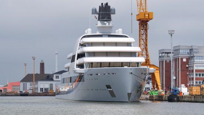 Luxury superyacht SOLARIS © DrDuu