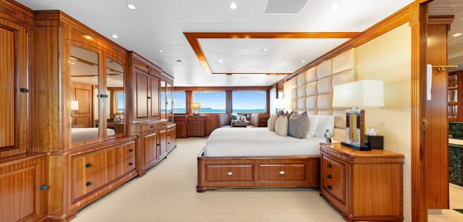 Master cabin from starboard