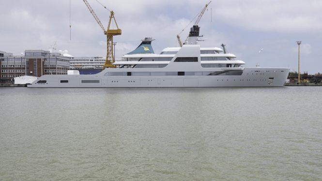 Profile of the mega yacht SOLARIS © DrDuu