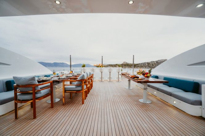 Sun deck with alfresco dining and bar
