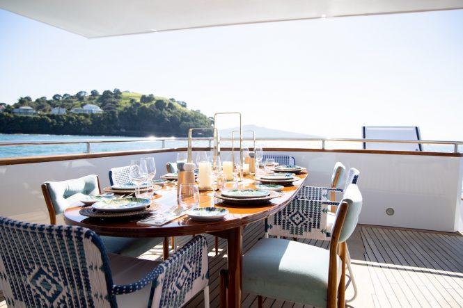 alfresco dining main deck © Ann Orman Photography