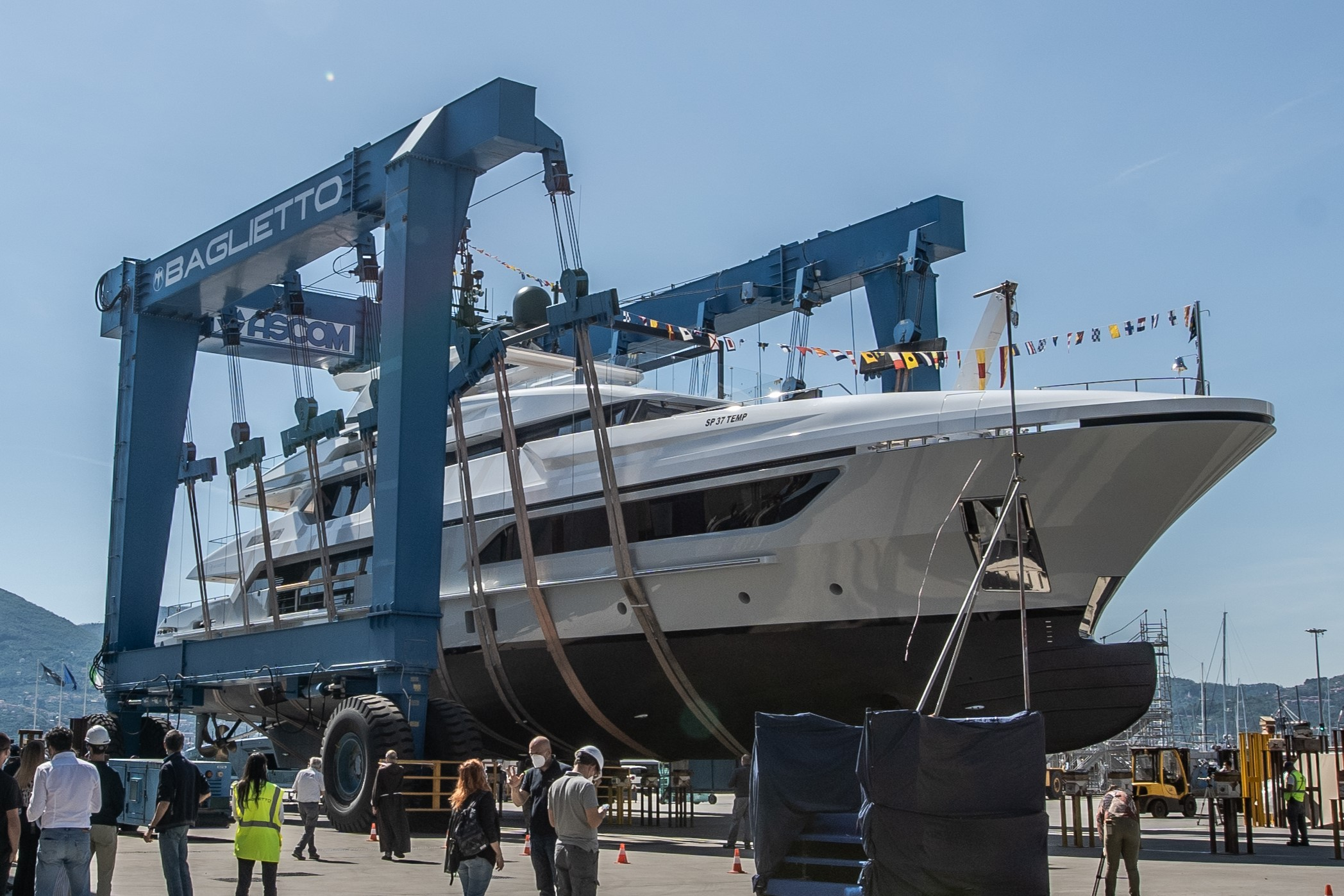 ready for launch - motor yacht LION