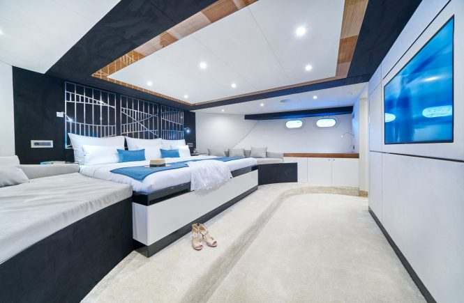 Master suite located aft