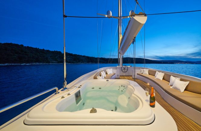 Deck Jacuzzi for the ultimate enjoyment