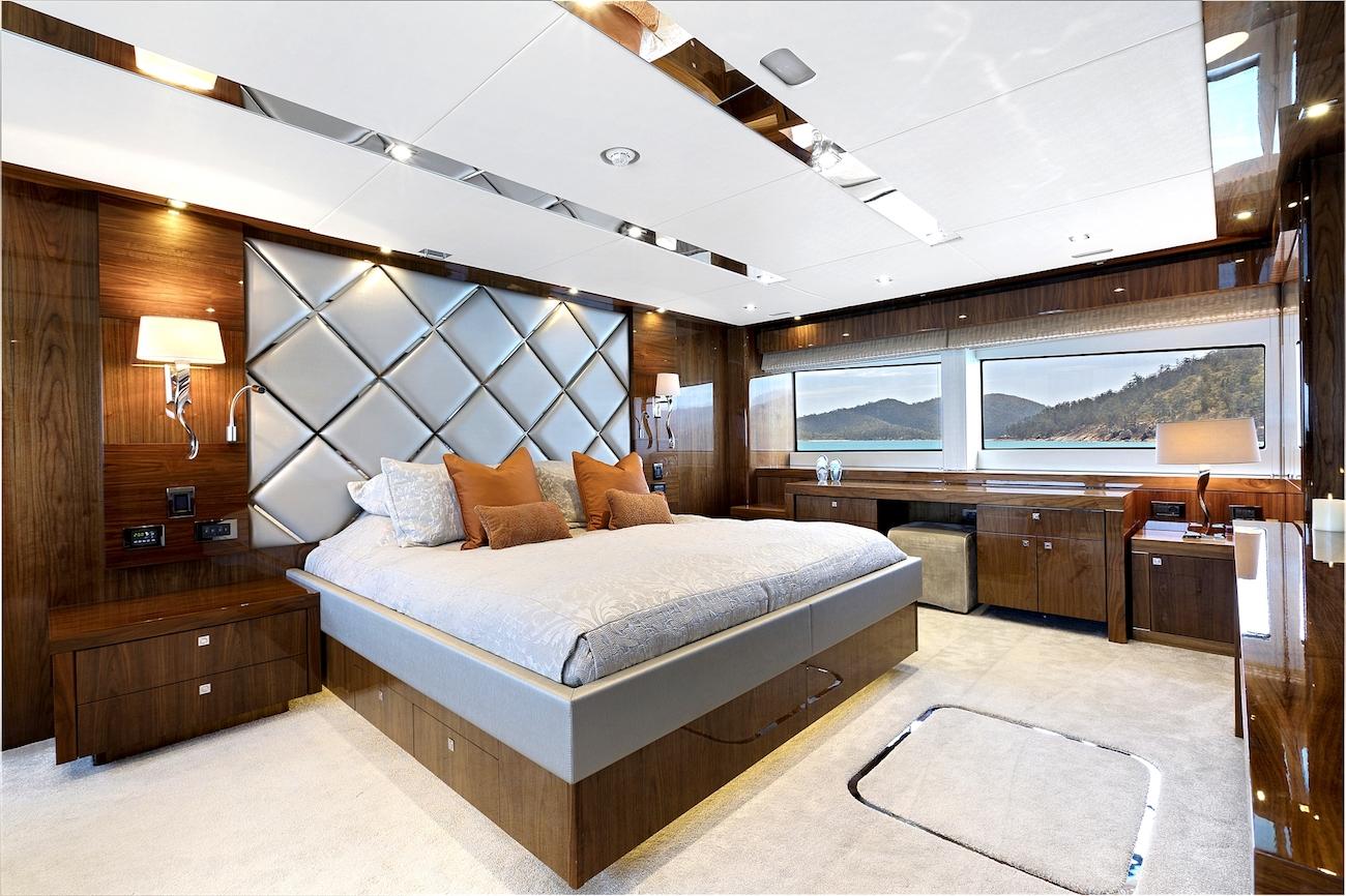 Main deck master suite