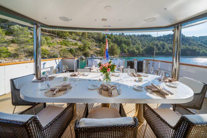 dining set up alfresco