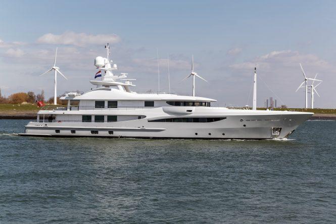 Motor yacht GRACE arriving