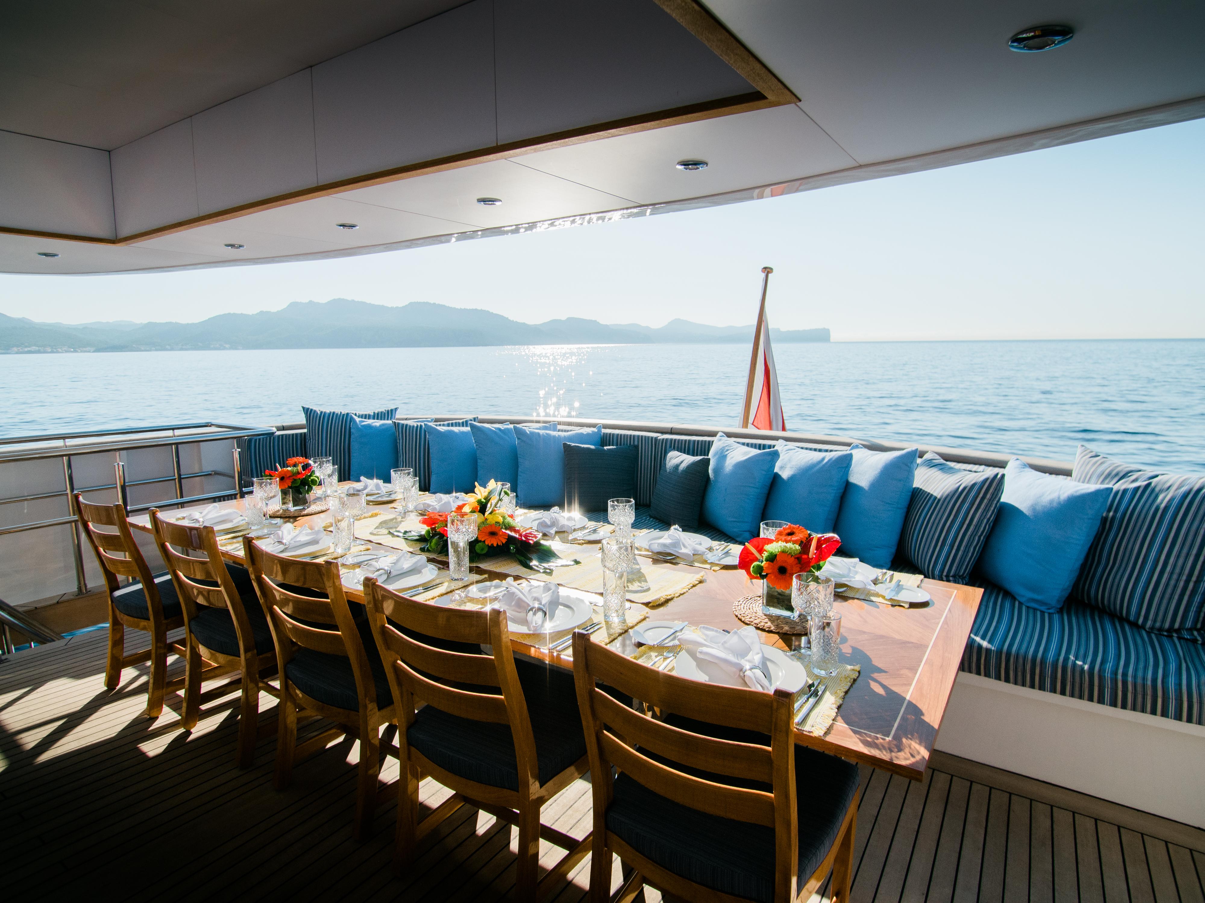Al fresco dining on the aft deck